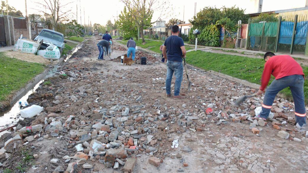 Santa Rosa – vecinos arreglan sus calles (5)